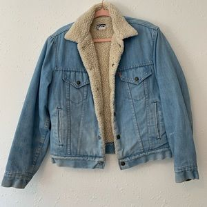 Jean jacket with wooly inside